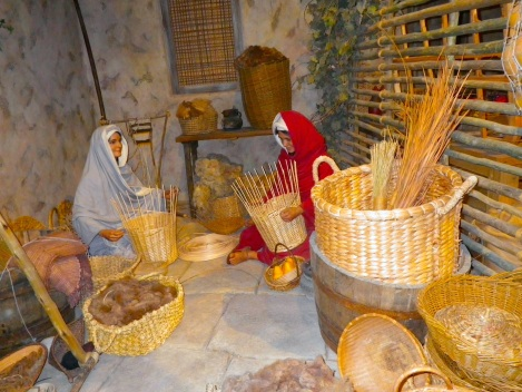 Baskets were all the rage. Seriously quality animatronics.